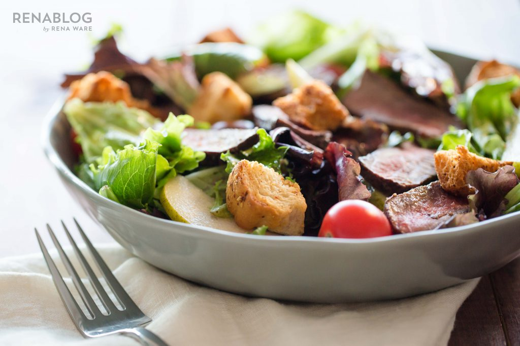 Salad with steak and pears