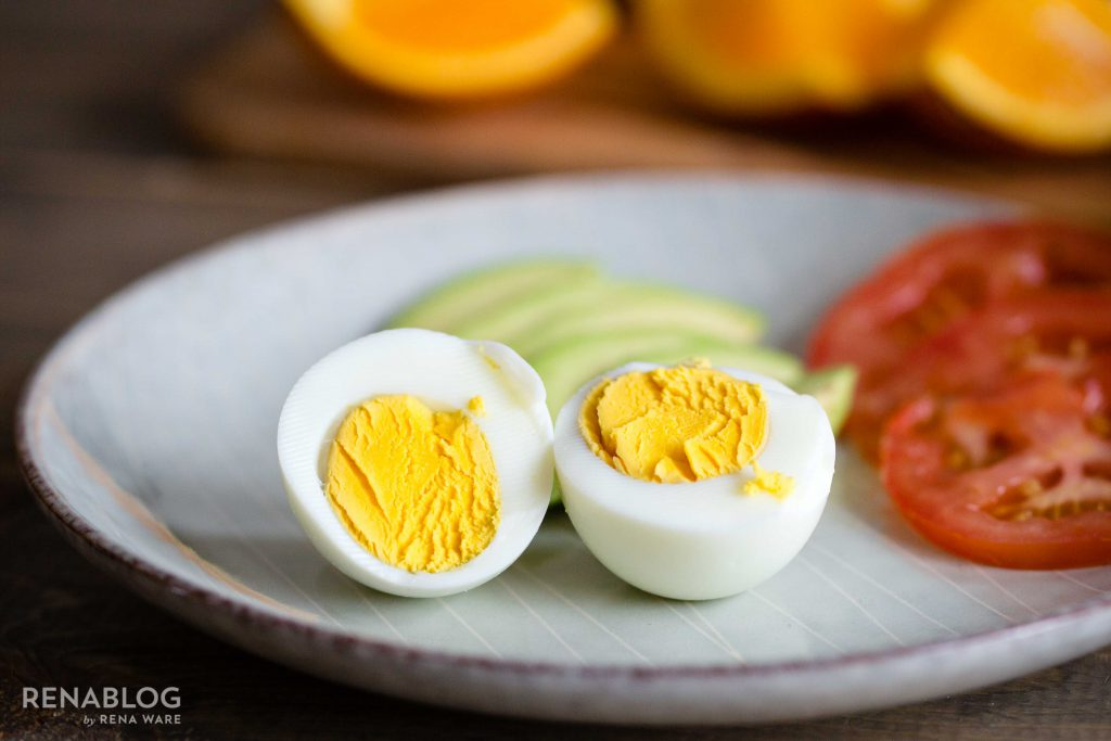"""Hard-boiled eggs cooked with the """"water-less"""" cooking method"""
